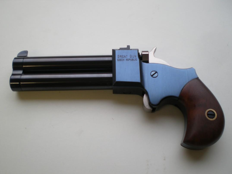 Derringer 9 mm ve 3 palcích, hlavně černěné, tělo modřené, kohout+spoušť tvrdochrom