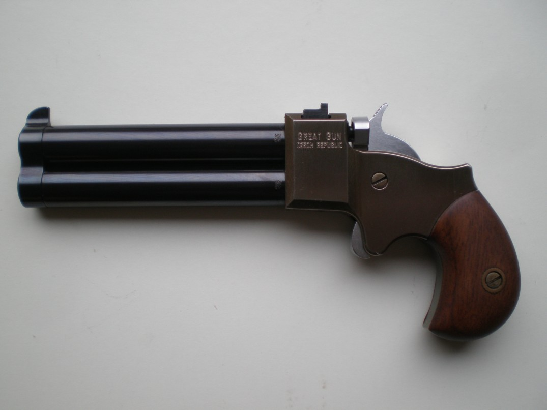 Derringer 9 mm ve 3,5 palcích
