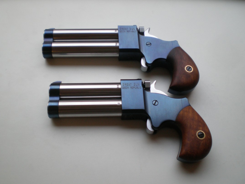 Dimini 45 nahoře ve 3 palcích, dole 2,5 hlavně nerez, tělo + hlavňová objímka modřené, kohout+spoušť tvrdochrom